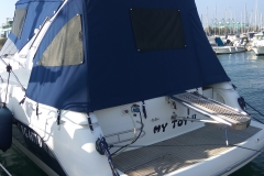 Copertura in Sunbrella Plus Marine Blue con copri Crystal in rete Sunscreen Plus
